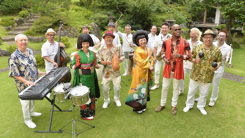 La Orquesta Del Sol o bailar salsa con kimono