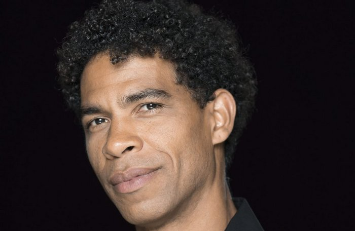 Carlos Acosta returns to the news