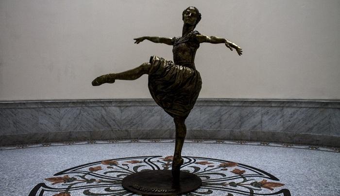 La escultura que rinde homenaje a Alicia Alonso