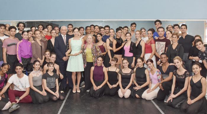 Grupo Excelencias Hands Awards to Dancer Viengsay Valdés