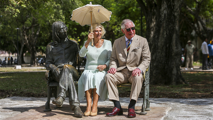Visit of British royalty to the statue of Lennon in Havana