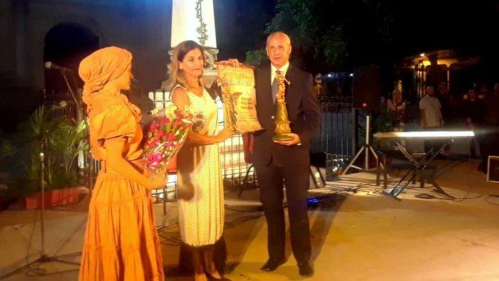 Recibe Grupo Excelencias premio El Angelote