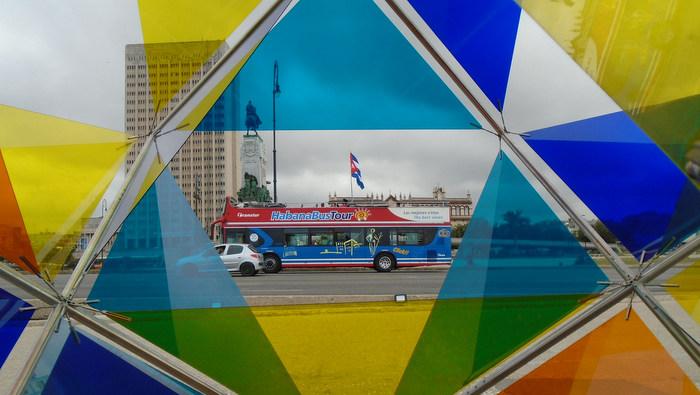 Habana polícroma, vista desde el muro