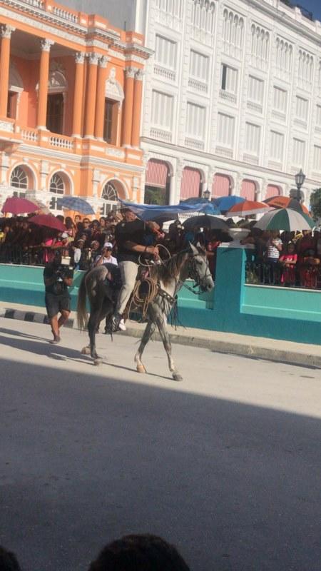 Desfile de la serpiente en la Fiesta del Fuego
