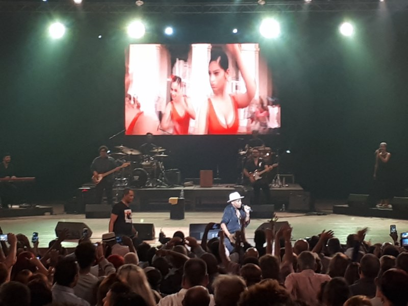 Descemer Bueno en concierto de verano