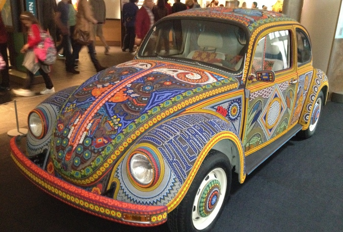 Roll with art. Huichol art, on wheels, in a vocho