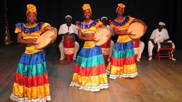 Seis décadas revisitando tradiciones culturales