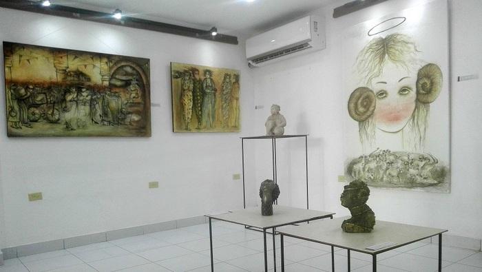 Un viaje por la creatividad de Marta Jiménez en la Galería Manos