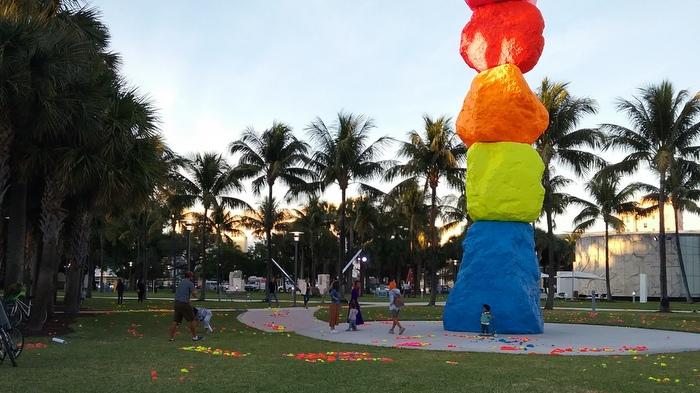 Miami dresses up of… ART