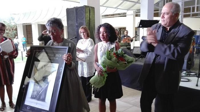 Entregan a Lesbia Vent Dumois Premio Nacional de Artes Plásticas 2019
