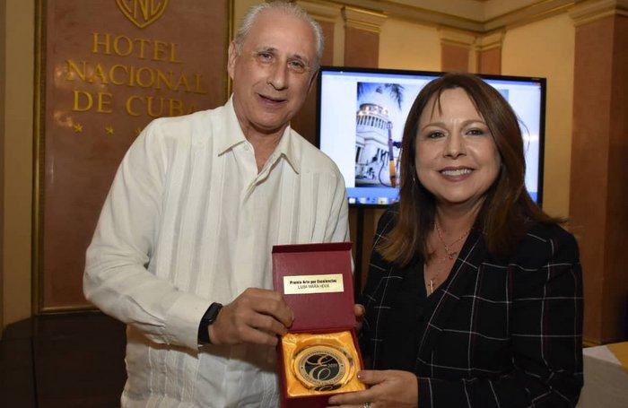 Recibe Liuba María Hevia Premio Excelencias Cuba