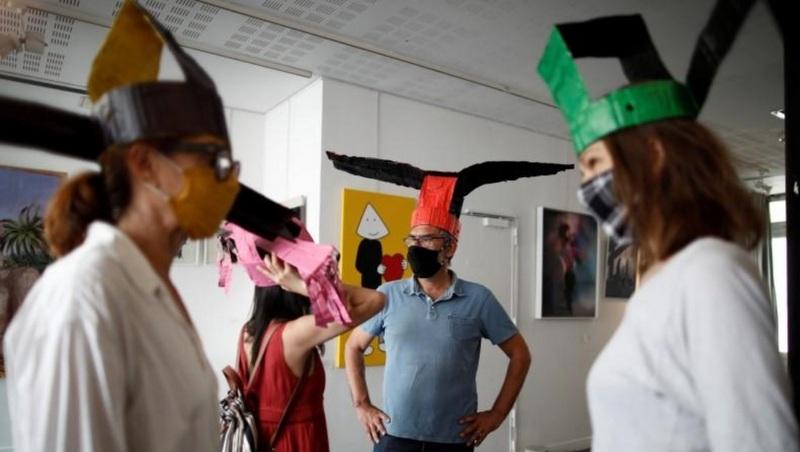 Sombreros artísticos para mantener distancia