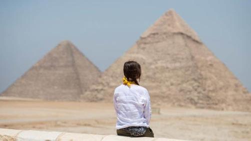 En Egipto arte contemporáneo en las pirámides