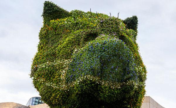 En el Guggenheim Bilbao hasta las esculturas usan mascarillas