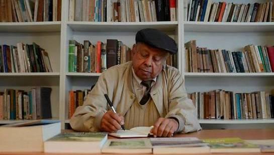 Dominicano Manuel Mora merece Premio Nacional de Literatura