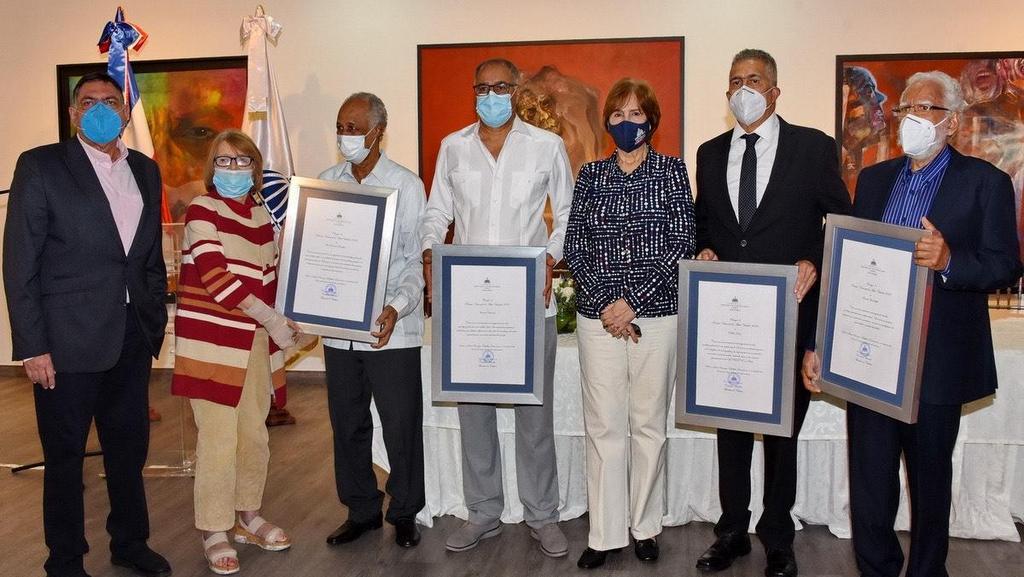 Artistas plásticos dominicanos premiados