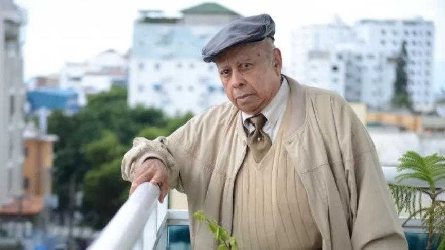 Recibió Manuel Mora el Premio Nacional de Literatura