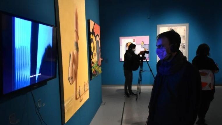 Exposición en Bienalsur alerta sobre impacto del turismo