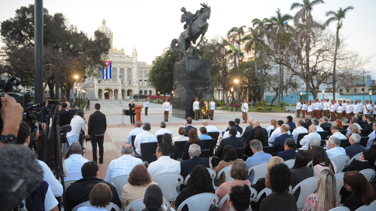 Cubans and North Americans Evoke Jose Marti in Havana