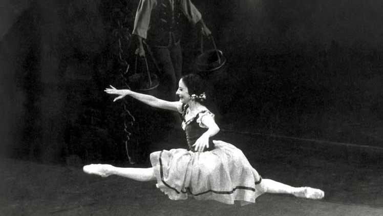US Dance Museum Exhibits Alicia Alonso´s Photos in Giselle