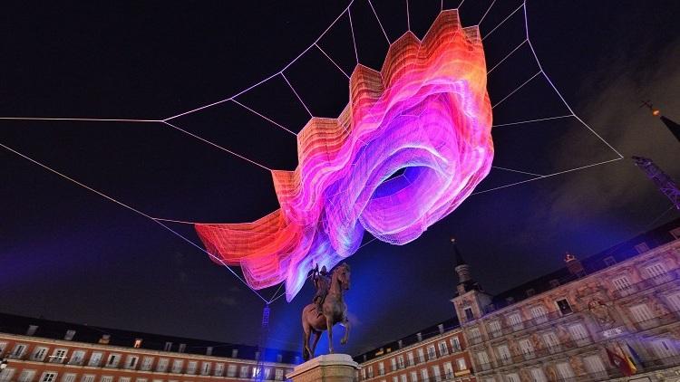 Una nube distinta en la Plaza Mayor de Madrid