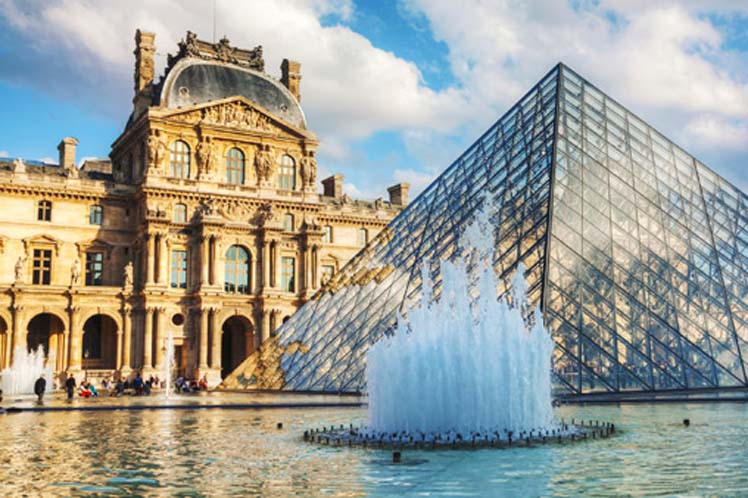 Louvre Museum Received more than 8 Million Visitors in 2017
