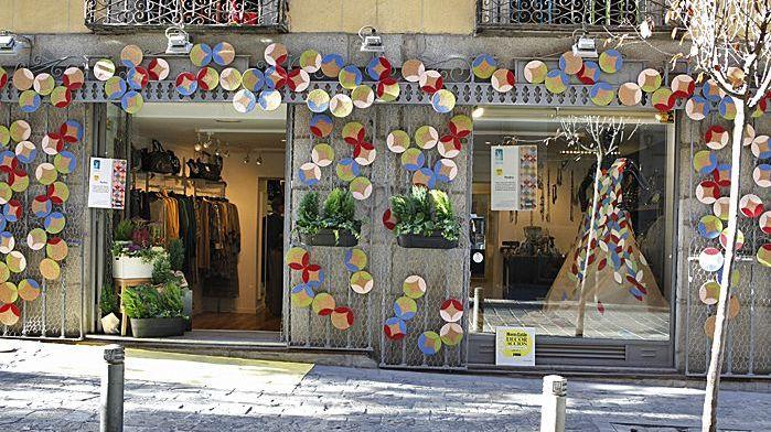 DecorAcción llena de color las calles del Barrio de Las Letras