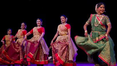 La India celebra su independencia en La Habana con bailes y platos autóctonos