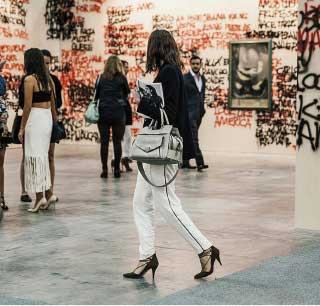 Sección general, galería Arte Mejicano. Grafiti de Stefan Brüggerman con obras de los tres grandes muralistas mexicanos: Siqueiros, Orozco y Diego Rivera.