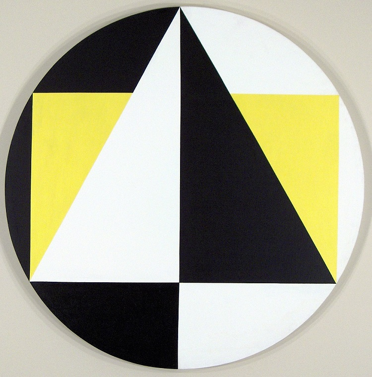 Herrera, Carmen, Tondo (3 Colors= Black, yellow, white), 1958, Acrylic on canvas, 39.63 x 39.62 in, (100.6 x 100.6 cm). Courtesy the artist and the Ella Fontanals-Cisneros Collection. Photo: Vieri Tomaselli.