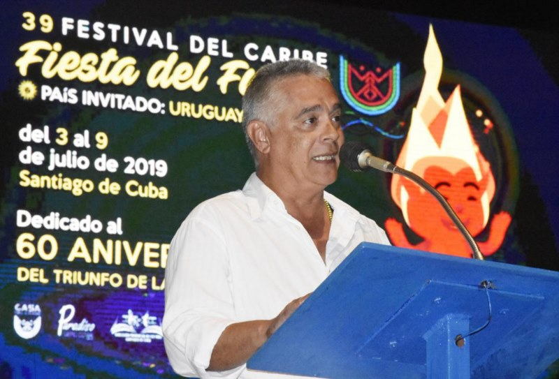 Orlando Vergés, director of Casa del Caribe, gives the opening speech
