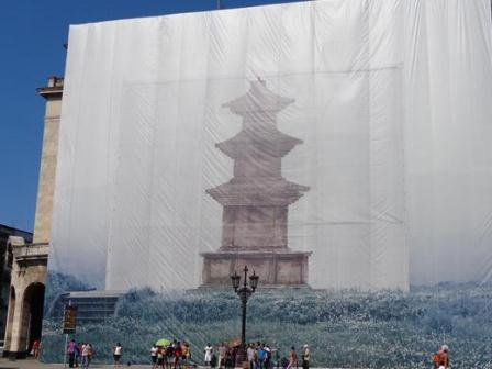 Emplazan Pagoda Budista frente al Capitolio