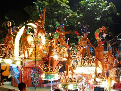 Destaca Ministro de Cultura trascendencia de Carnaval Santiaguero en la cultura cubana