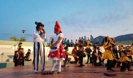 La Colmenita in El Salvador Keeps Performing for Children