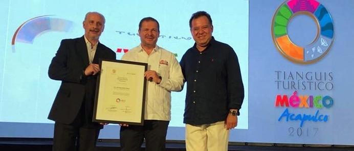 Enrique Peña Nieto galardonado en la primera edición de los premios Excelencias México