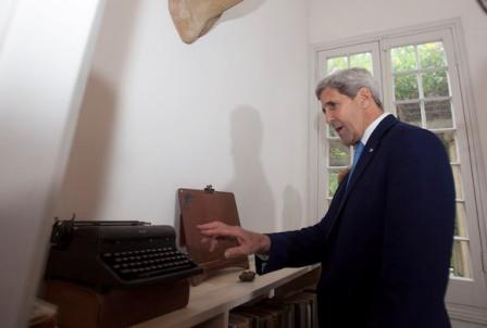Kerry visita la casa-museo de Hemingway en La Habana; anuncia intención de volver a Cuba
