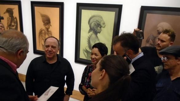 Culture Minister Alpidio Alonso talks with the artist before the press