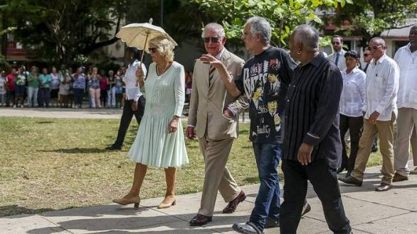 Prince Carlos and his wife Camila next to Guille Vilar and Carlos Alfonso in Lennon Park