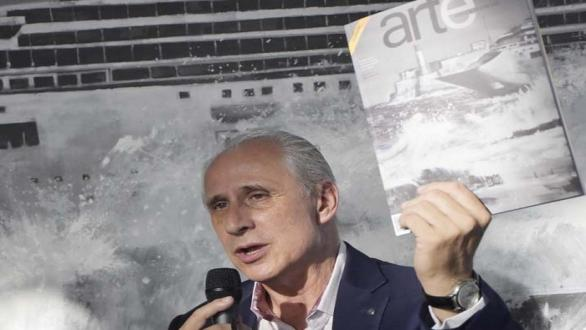 Mr. José Carlos de Santiago, president of the Excelencias Group, intervenes in the presentation of Arte por Excelencias magazine in its 45th edition